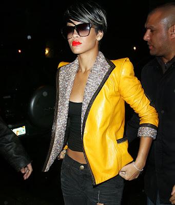 riri0 Rihanna: Serial clubbeuse, shoppeuse et vacanceuse (heuu ca ne se dit pas je crois...)