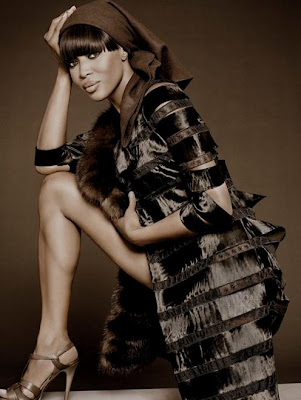 Naomi Campbell retourne sa veste (en fourrure)