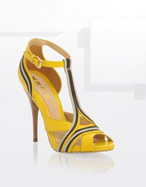 L.A.M.B+T-Bar+Piped+Detail+Heeled+Sandals Soldes! Soldes! Soldes chez ASOS