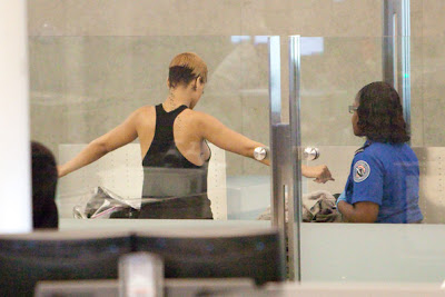 Fashion No No: Rihanna à l'aéroport