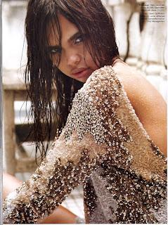 x9Toi-7a18f39f26d50c94391206d90bc5b43e >Hot Shoot   Samantha Harris pour Vogue Australia