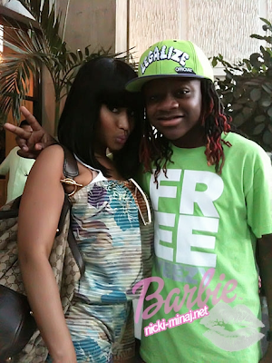 pictures of nicki minaj kissing a girl