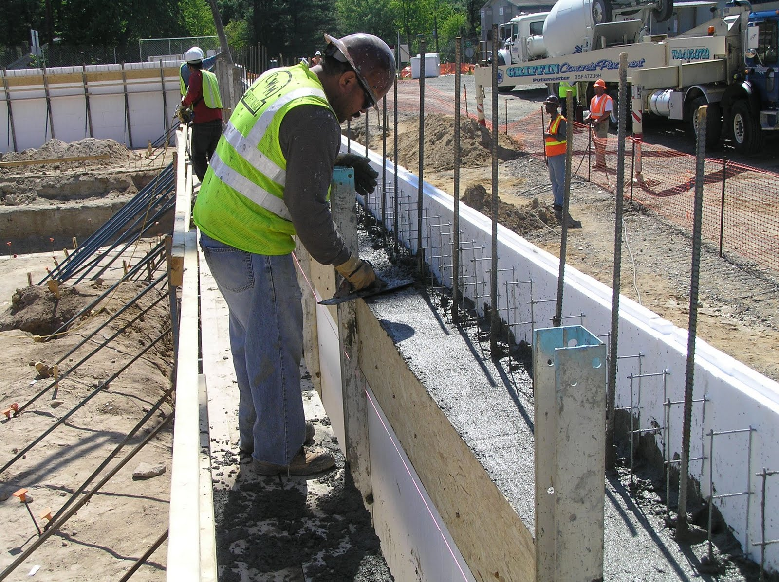 pour strip for concrete wall