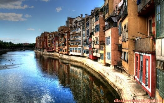 HOUSES OF THE ONYAR RIVER IN GIRONA