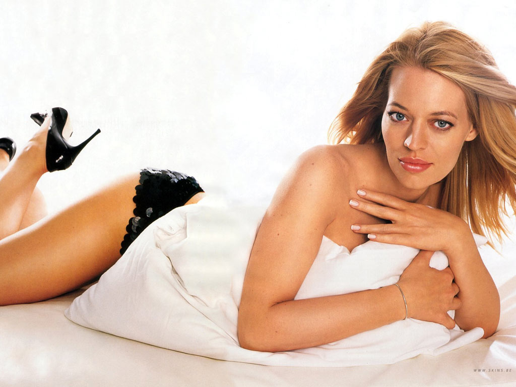 World Actress: Jeri Ryan Jennifer Lopez