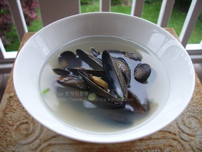 how to clean mussels fast