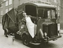 """De """"vullis-wagen"""" in de 50-er jaren..."""