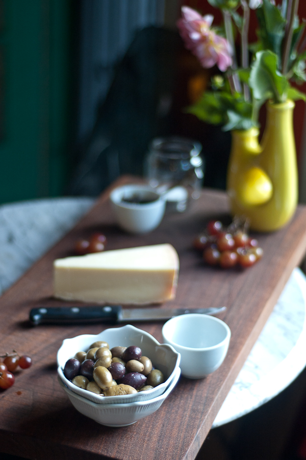 I used this cheese plate as an appetizer for a dinner party last night. I wanted something light and well rounded yet robust and adventurous in flavor. & Parrano Cheese Plate with Balsamic Onion Marmalade Red Grapes and ...