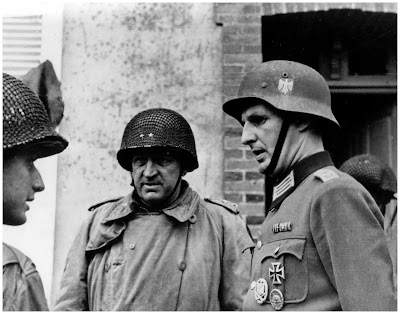 http://3.bp.blogspot.com/_YYMeAu4i7gA/SvA920h1M1I/AAAAAAAAGPo/_Z9BaFUdmnI/s400/american-army-officers-talk-german-officer-charbourg-france-june-26-1944-second-world-war-2-two-amazing-pictures.jpg