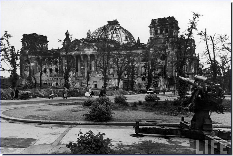 Pictures from history rare images of war history ww2 for Cities destroyed in ww2