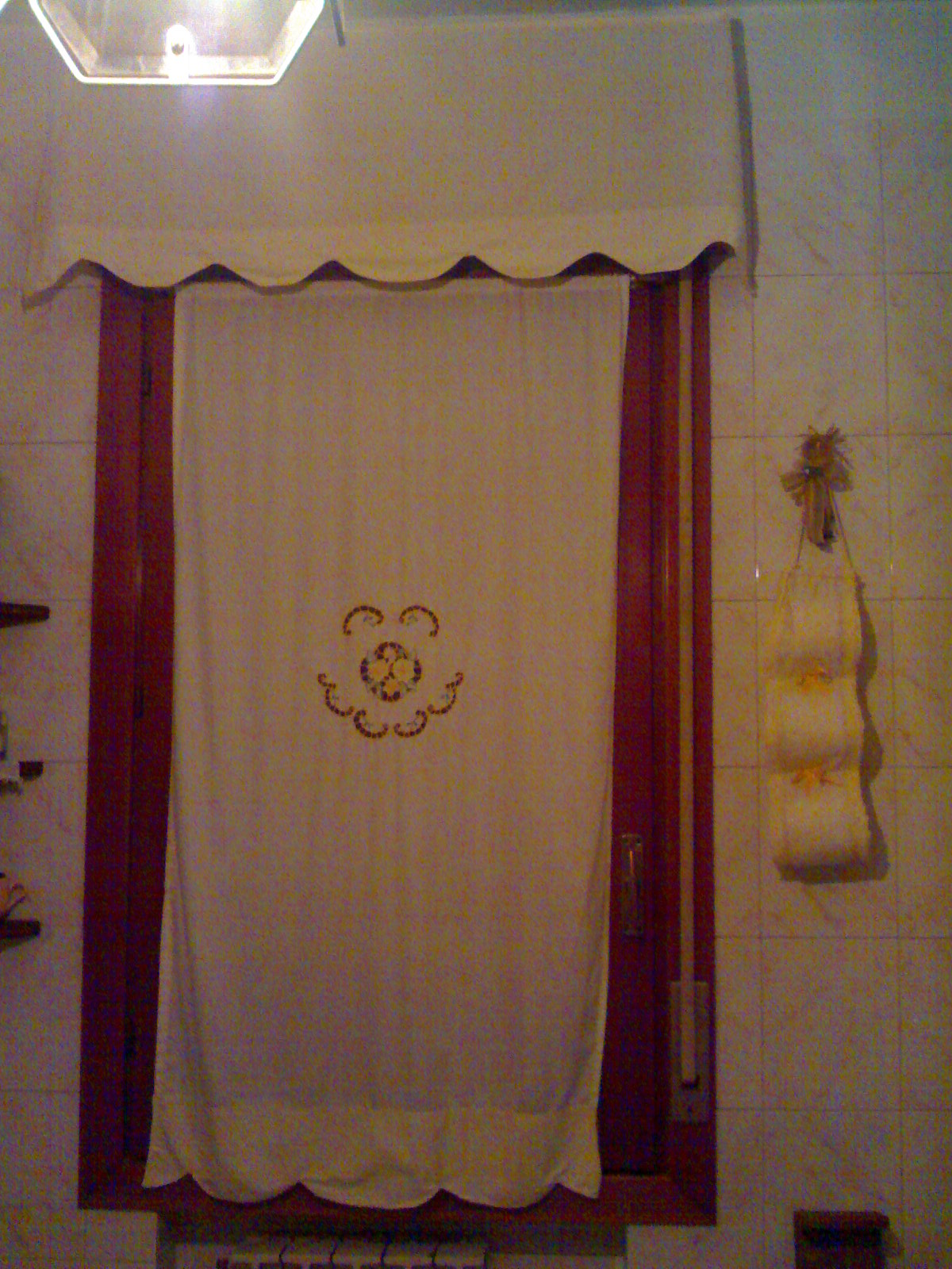 Laboratorio di zia polly tenda ricamata ad intaglio for Tende bagno