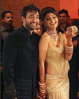 Actress Shilpa Shetty and Raj Kundra's reception stills