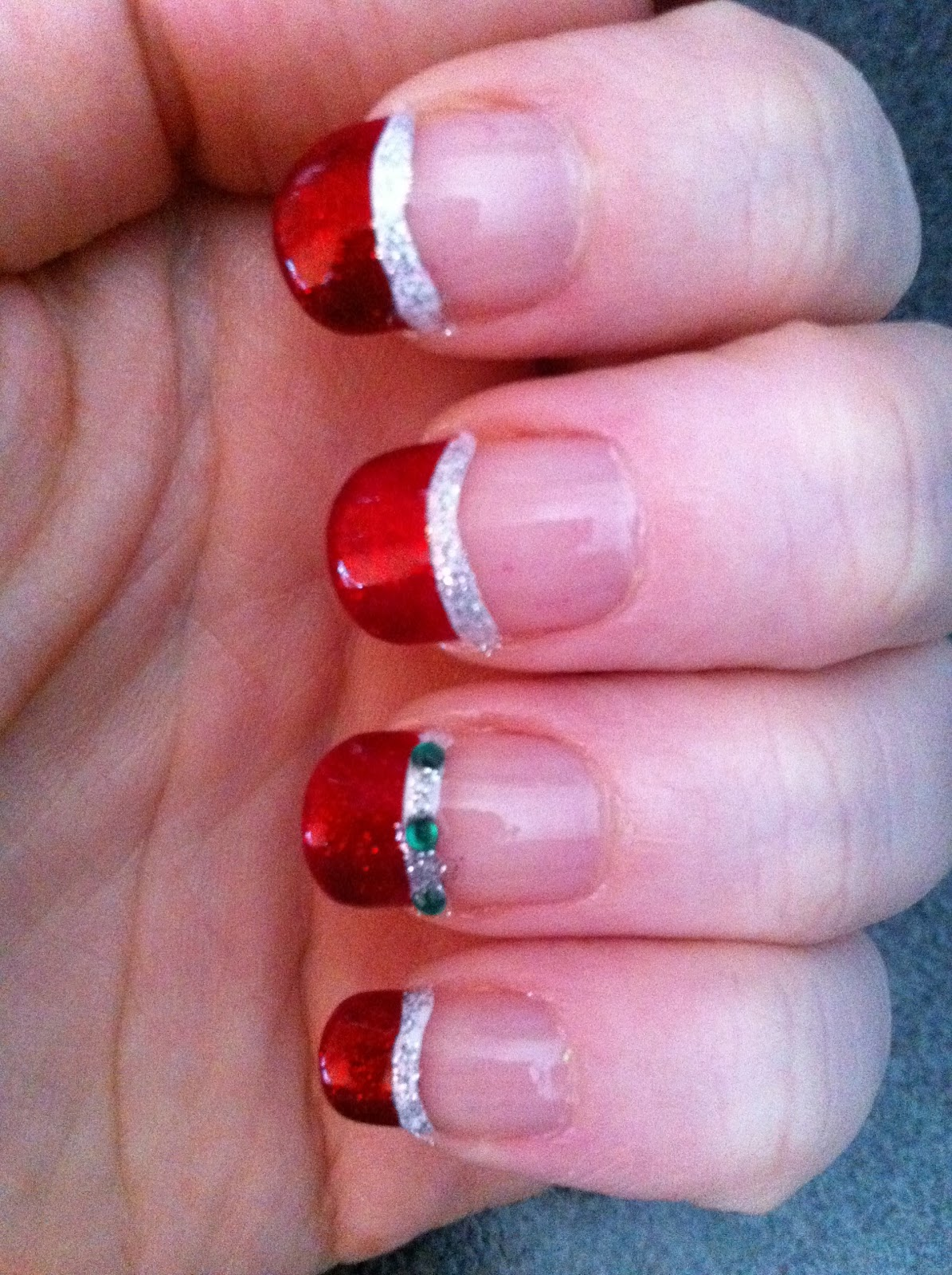 aussietiger29 easy and simple christmas nails