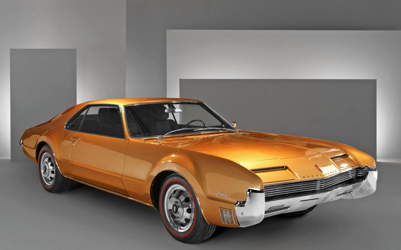 http://3.bp.blogspot.com/_YblkPPWly0I/TTlpL2Cg60I/AAAAAAAAMsg/eVLiaGLukKs/s1600/86701-1440x900-1966-Oldsmobile-Toronado-Jay-Leno-FA-1600x1200.jpg