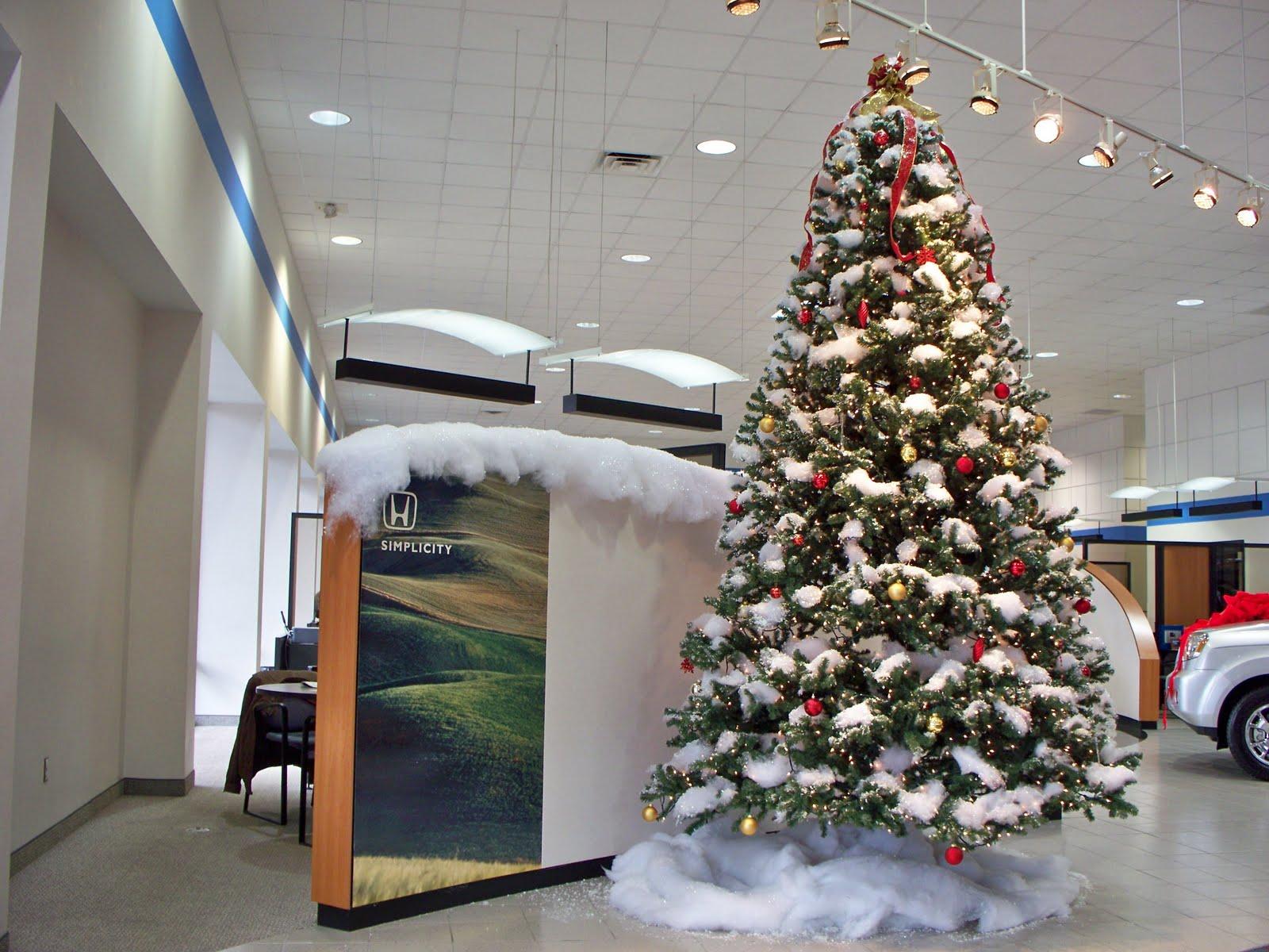 Park Honda and Acura Christmas trees