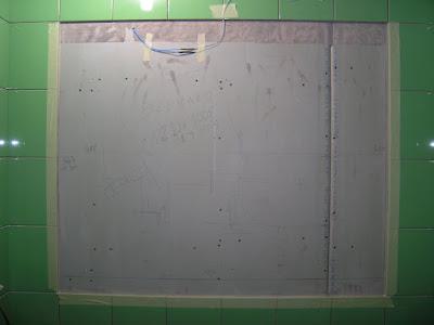 Края ниши для приклеивания зеркала прямо на стену
