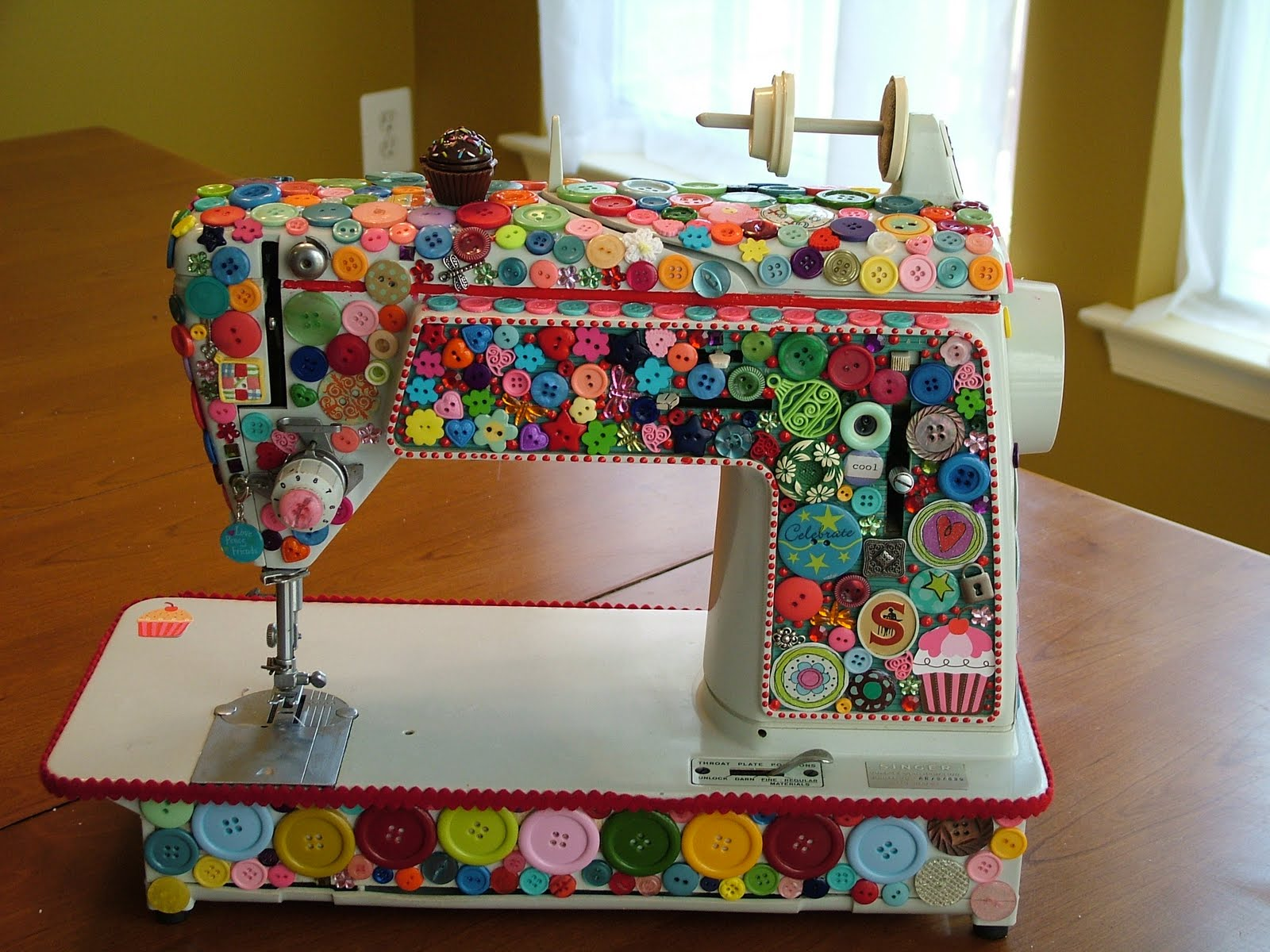 quilted cupcake quilted cupcake 39 s sewing machine. Black Bedroom Furniture Sets. Home Design Ideas
