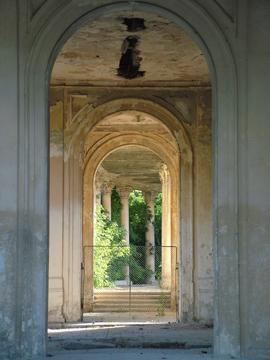 Teatru de vara ruinat, Parcul Bazilescu