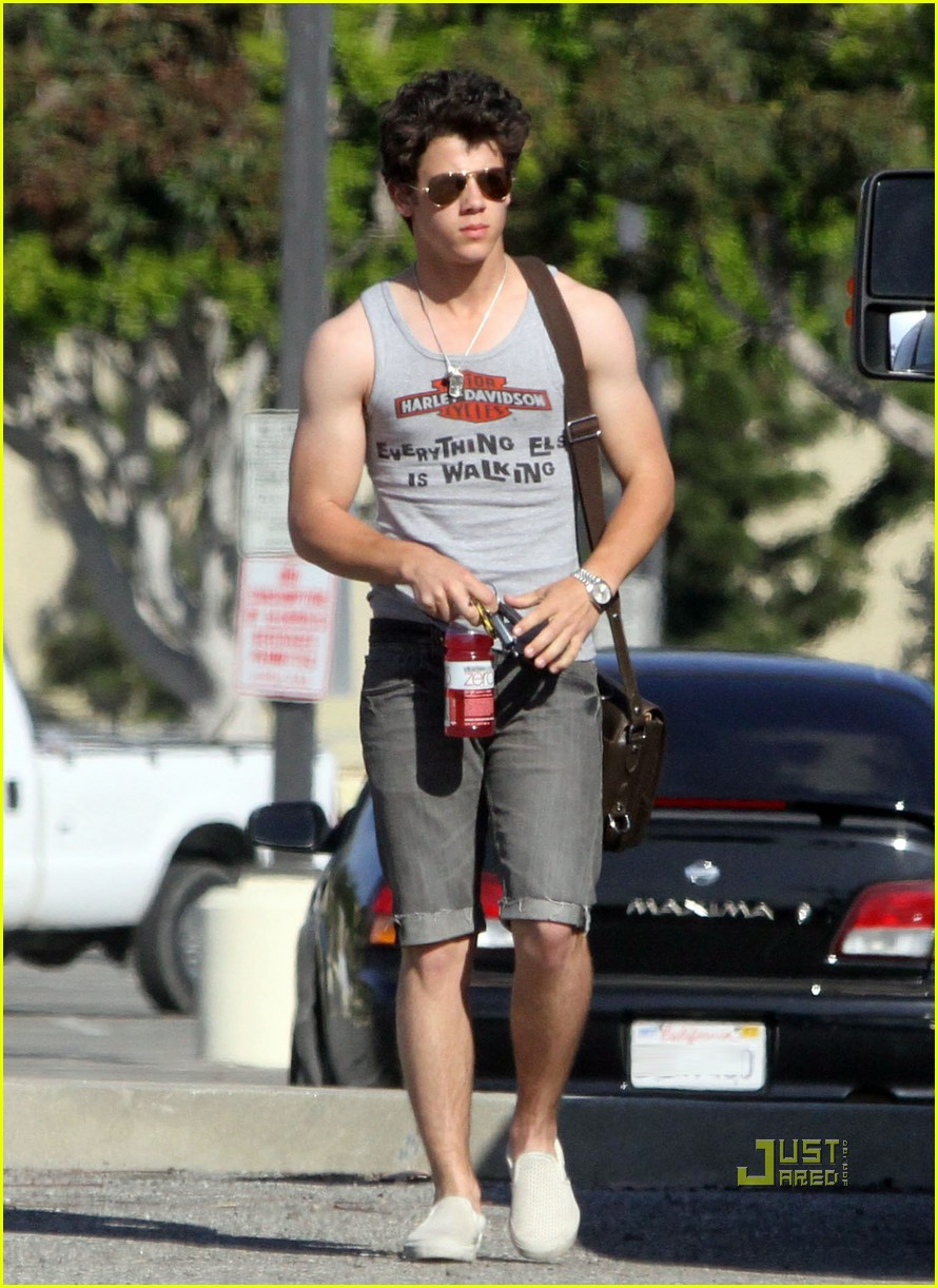 Love that outfit  So cute  Im gonna get those clothes Nick Jonas Biceps 2013