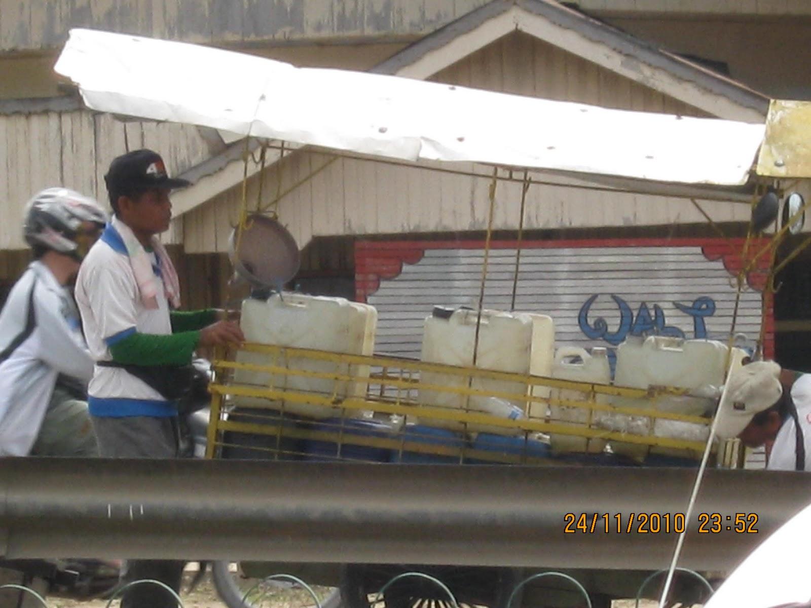 penjual air bersiah,sring di temukan di kota-kota besar.potret