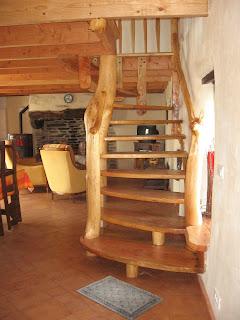 vers un retour la terre escalier en bois massif. Black Bedroom Furniture Sets. Home Design Ideas