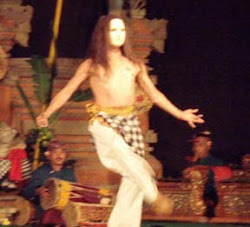 Spanish dance steps and the Semara Ratih Gamelan