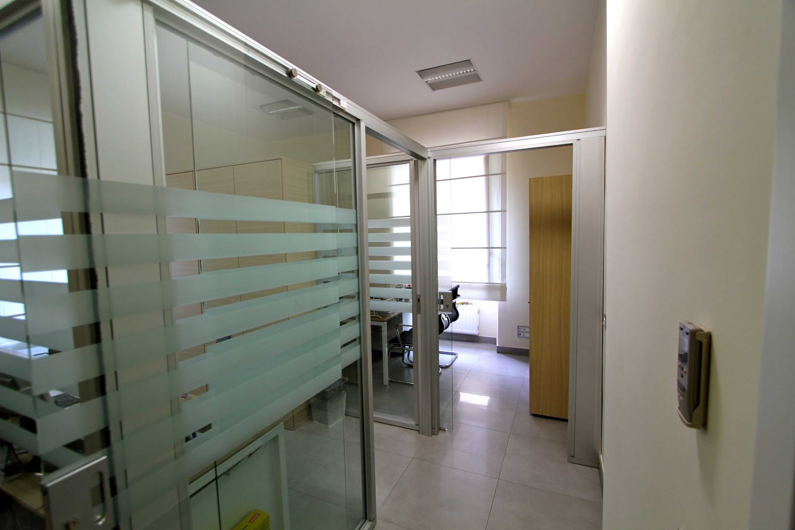 Uffici arredati uffici temporanei noleggia un ufficio al for Uffici arredati roma in affitto