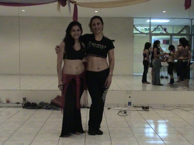 Zamira con la maestra Mayte Torne