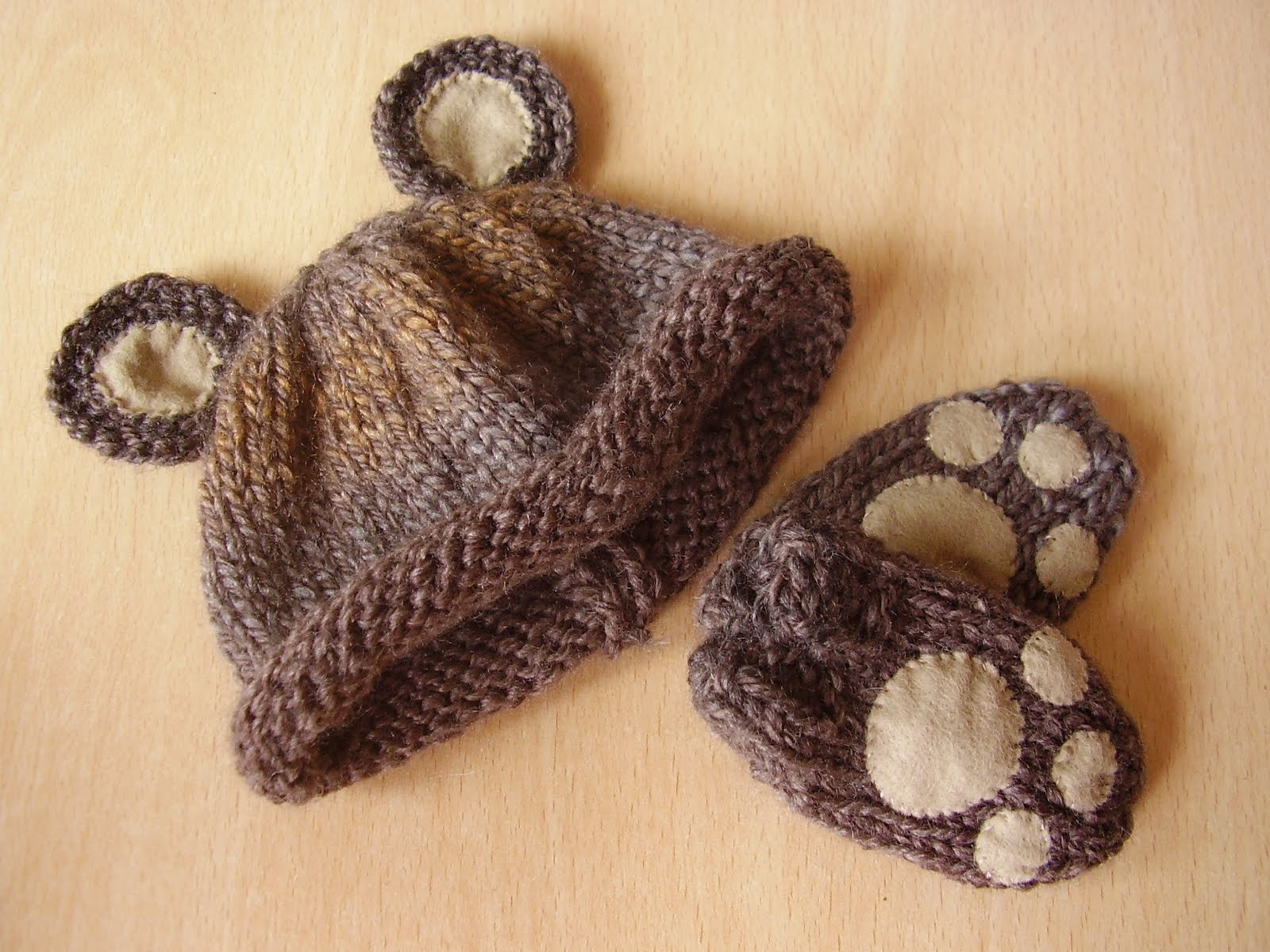 Knitted Baby Mittens Simple Pattern : Lucky Ladybird Craft: Easy baby bear hat and mittens set