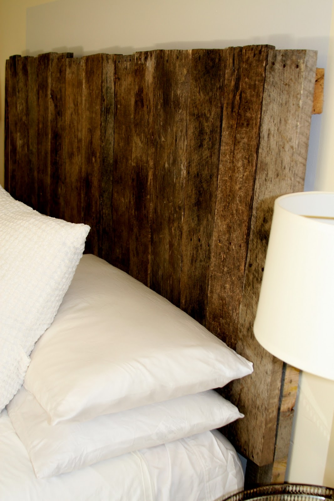 Sprig pallet headboard for Cool bed head ideas