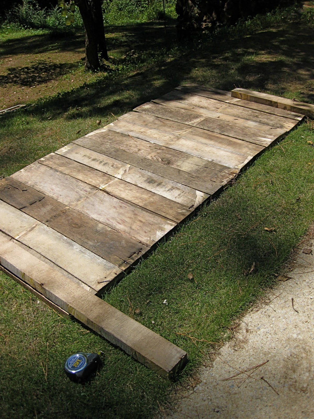 Sprig pallet headboard for How to make a king size headboard out of pallets