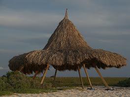 Les abris de plage de Klein Curacao!