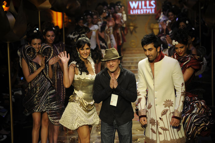Katrina Kaif, Ranbir Kapoor présente la création du designer Rohit Bal
