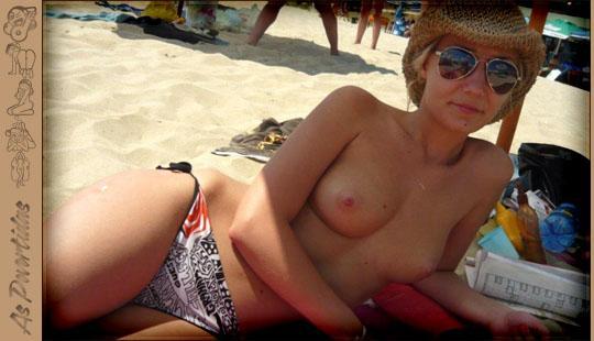 Gatas Sapecas Topless na Praia