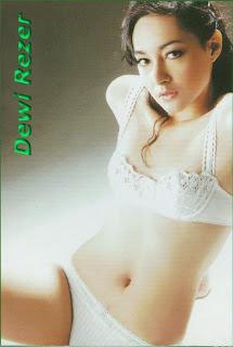 Dewi Rezer sexy body