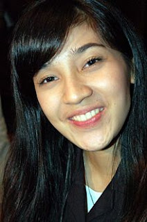 dini aminarti foto gambar seksi artis cantik indonesia photo gallery