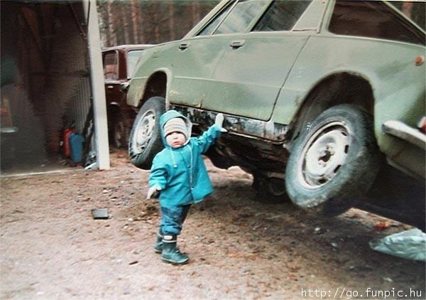http://3.bp.blogspot.com/_YyXZ9LFygq0/TNgkD-cJsgI/AAAAAAAAC2E/t-k2u1J4toM/s1600/little-strong-baby-lifting-car.jpg