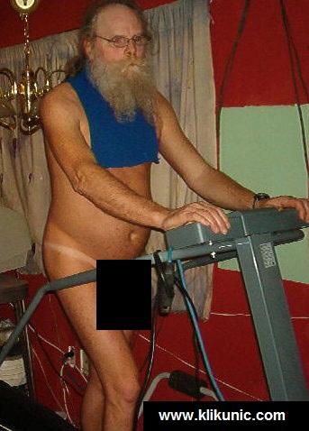 http://3.bp.blogspot.com/_YyXZ9LFygq0/TQXGz3TMCUI/AAAAAAAADpM/1Hp_irGAmq0/s1600/121110-walking-naked-man.jpg
