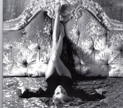 Romanita Iovan si-a tras calendar sexy