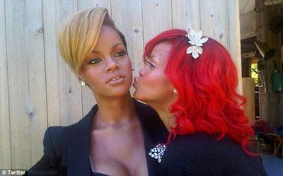 Rihanna isi saruta statuia de ceara