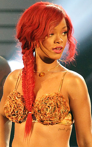 Welcome to The world of Make-up Artist: Rihanna and her Fishtail Braid