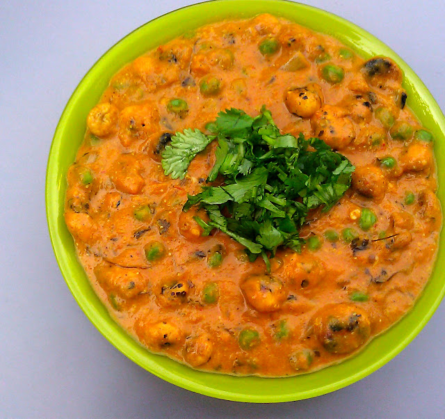Phool Makhana or Lotus Seed Curry in a green bowl with coriander