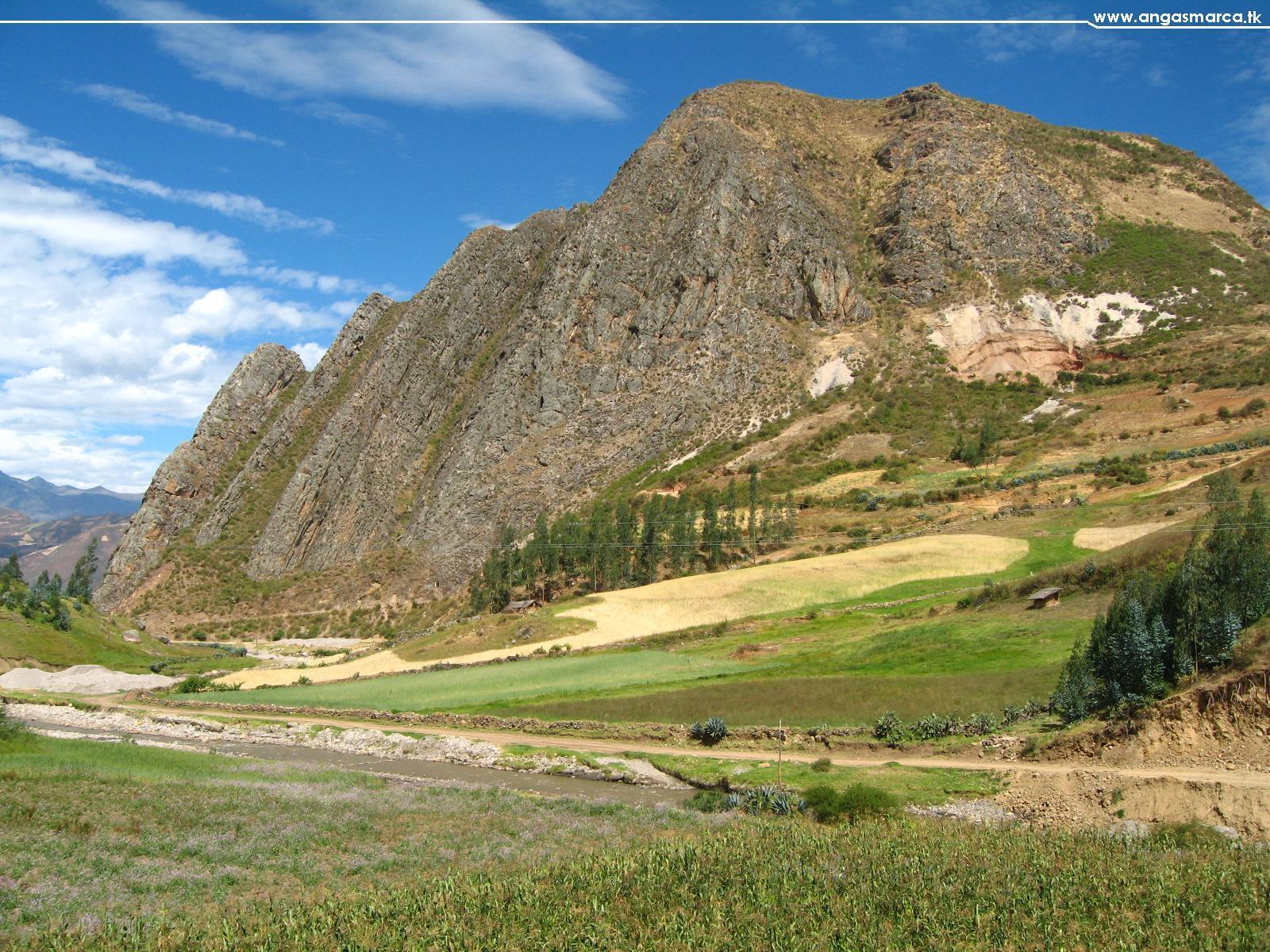 LA ENCAÑADA, tomada desde el camino a Chusgón