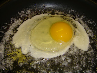how to make over medium eggs in the microwave