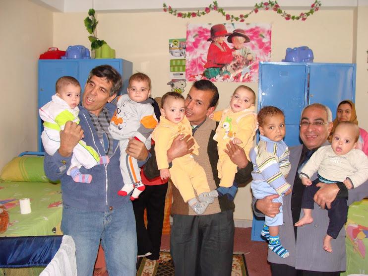 فى دار الدكتور اسماعيل سلام لرعاية الايتام وفى الصورة الشاعران سعيد الصاوى وفوزى خميس ومعى اطفال ال