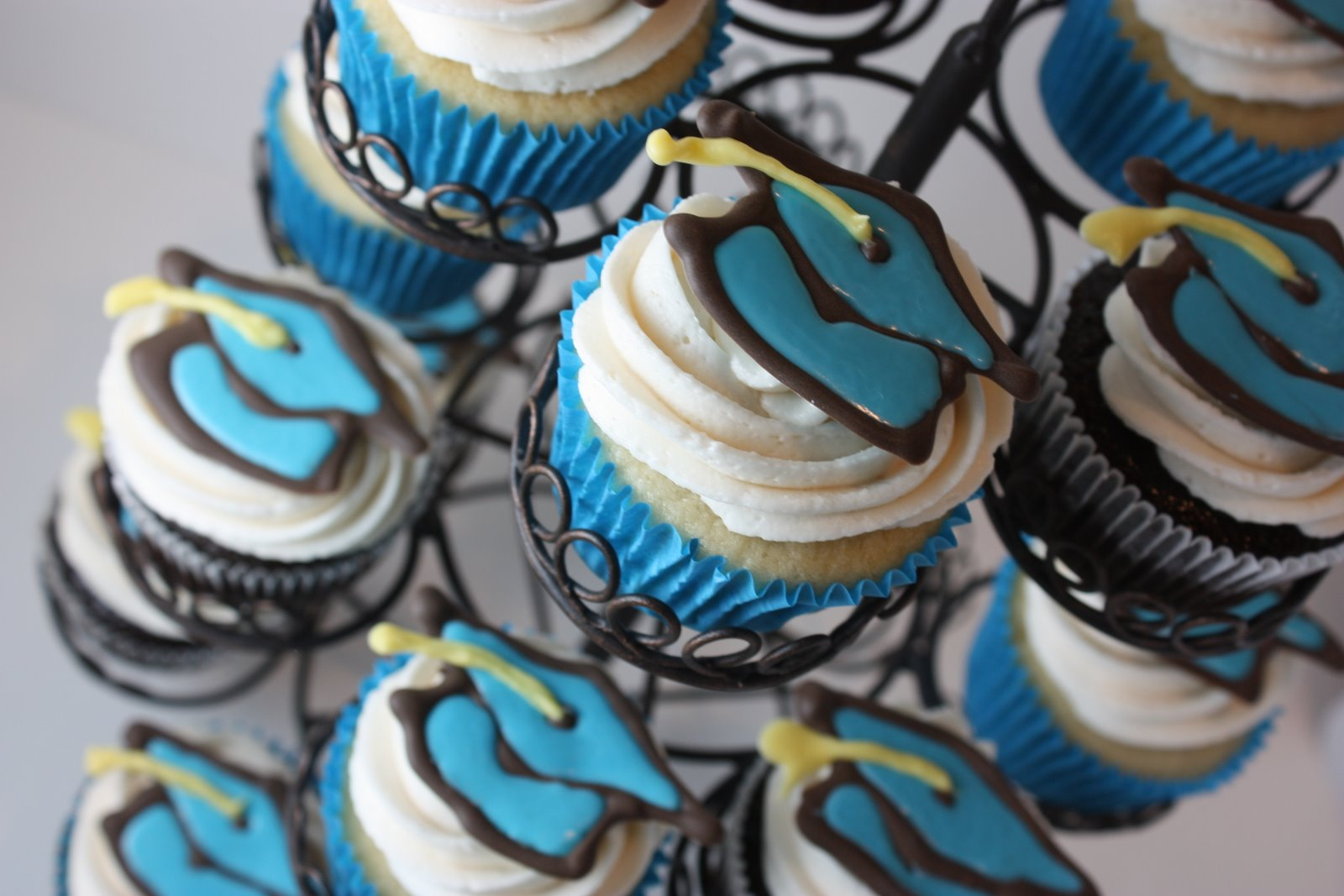 Cupcake Design For Graduation : The Full Time Wife: Graduation Cupcake Ideas