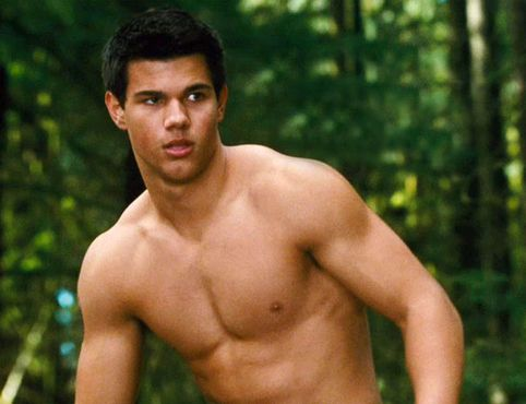 Justin Bieber crooned in white, and Taylor Lautner scooped up a handful