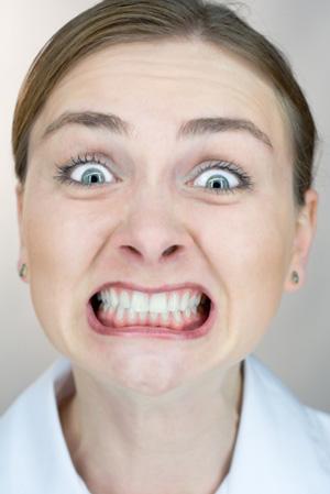 Symptoms grinding teeth clenching jaw