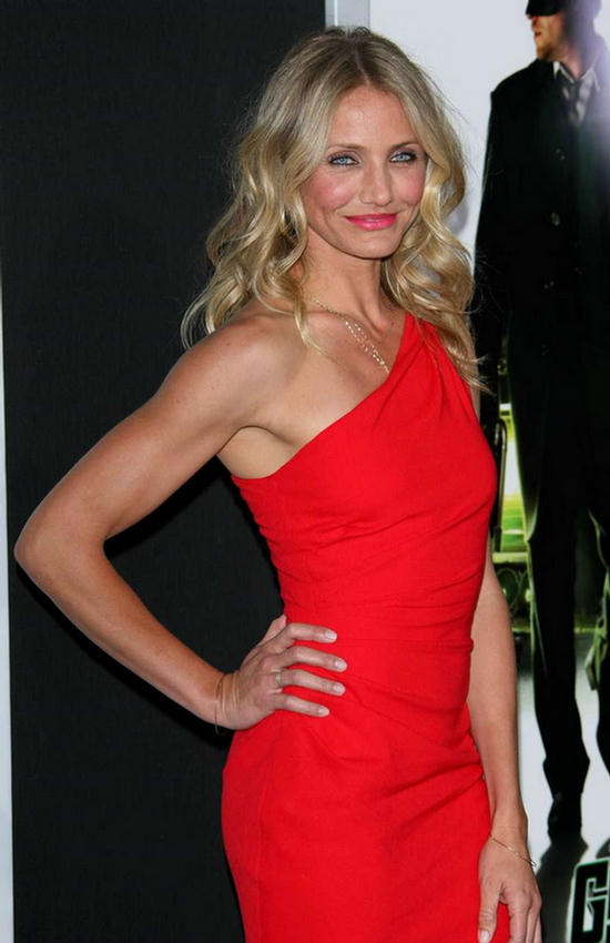 Canon Bite: Cute Cameron Diaz In Stylish Red Dress At Event Cameron Diaz Facebook