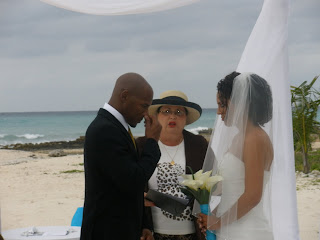How to Hire a Wedding Officiant for your Cayman Wedding